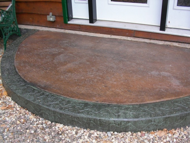 We extruded the border then immediately filled the slab with another colour concrete.