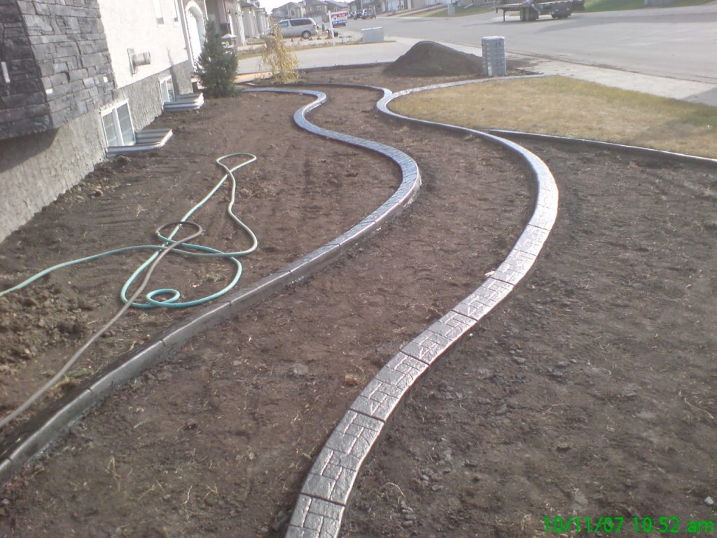 curb breaks up big side yard